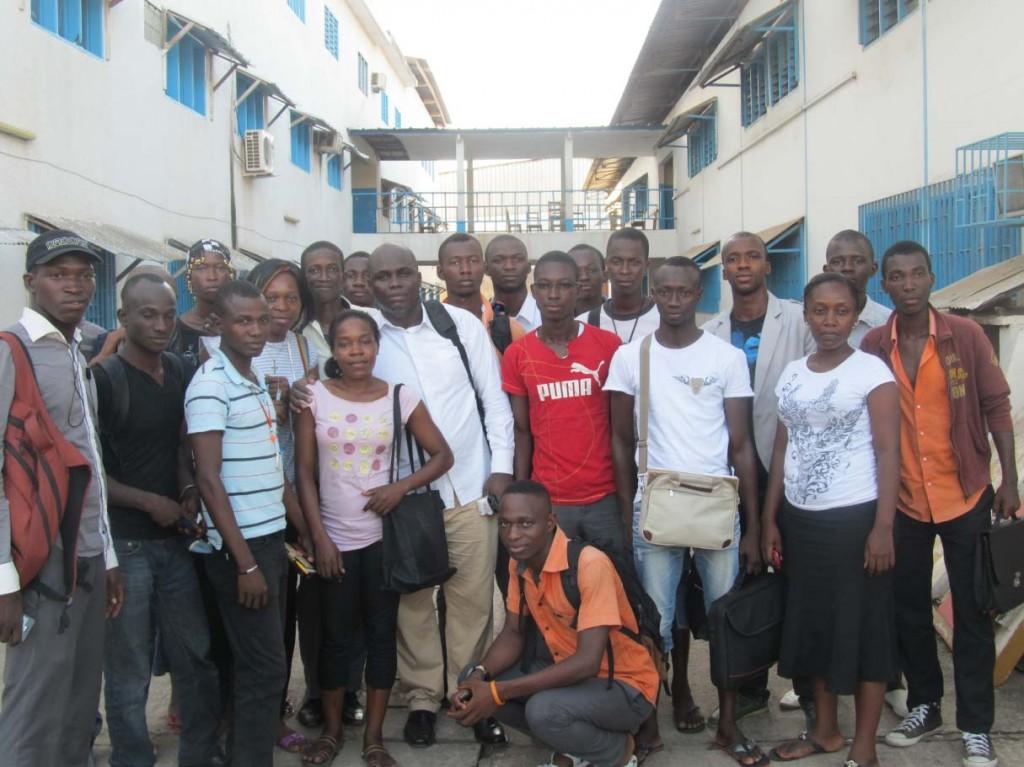 Photo famille - Antoine Blagnon et les étudiants de l'ESAM